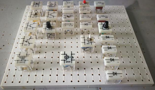 电工电子实验室设备  电工电子实验室设备是根据职业学校,技工学校